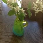 遊鹿里茶屋 - テーブルの上の花