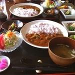 漣 - 料理写真:ビーフカレーランチ☆最初と最後のお客様はお得感たっぷりおまけ沢山メニューらしい( ´ ▽ ` )ノおなかいっぱいで、大満足^_^