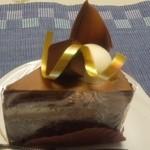 18962694 - 生チョコがのった、しっとりしたチョコクリームが旨いケーキ!