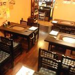 もんじゃ焼 うーちゃん - 5名様以上は2テーブル利用になります。