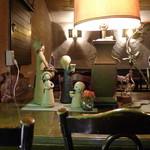コパ デ カフェ - 大テーブルの可愛い置き物