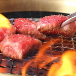 焼肉鍋問屋 志方 - 上質なお肉はサッと炙ってシンプルな味付けで召し上がれ