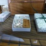 御洲浜司 植村義次 - 店内に飾ってあル、見本。