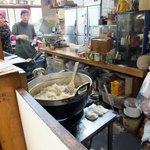 糸島食堂 バイキング&カフェ ほもり - 【2012,12月】こんな大鍋できんぴらごぼうを作っていました!