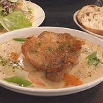 ベルジアンブラッスリーコート バレル - 若鶏のクリームシチュー仕立て 980円