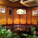 伊吹珈琲店 - コーナーの丸テーブル