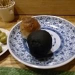 西洋料理 島 - 焼いたばかりパン。黒いのはイカスミ入り