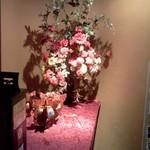 天府酒家 - 店の前の花