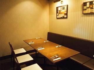 il luogo di TAKEUCHI - お店の奥のテーブル席