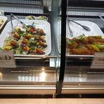 カプリカフェ - メインC : アジのフリット サイドD : カツオとバレンシアオレンジのおからサラダ