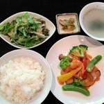 香港飲茶と中国料理のお店 香吃大食堂 -
