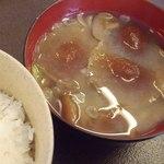 18978055 - 味噌汁とご飯;具はぼりぼり(ナラタケ)と落葉茸(ハナイグチ):前秋収穫の冷凍保存だそうです  @2013/05/15