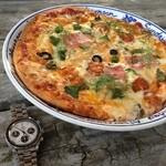 アルゴ - ピザをオーダー!トマトソースが美味い!