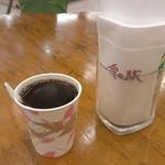食の駅ぐんま - ドリンク写真:炭火焙煎ホットコーヒー100円