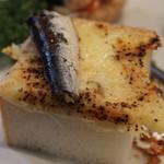 ティーハウス ムジカ - オイルサーディンのチーズトースト