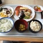 レストランロータス - 朝ご飯。沖縄そばにゆし豆腐を乗っけて見ました‼