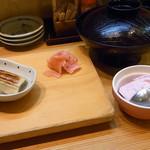 裕寿司 - まだお寿司とビールを頂いてるトコロ、赤出汁は手付かずで、アイスクリーム到着★★