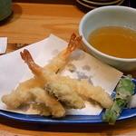 裕寿司 - エビ2尾・茄子・筍・獅子唐 置き方が雑いから獅子唐が転がってる★