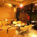 アポロカフェ - 最大65名様までOKのリゾート空間。貸切は30名様~!テーブル・ソファ・2階ロフト席とご用意!