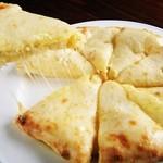 マザーインディア - チーズたっぷり!焼きたてがおいしいけど、冷めてもおいしいのを比べてください