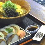 そば処 觀 - 料理写真:そば処 顴の名物『天そば(1,100円)』と『鯖寿司(一本1,500円)』
