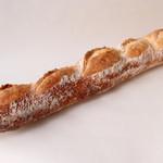 トレボンマリアージュ - 料理写真:バゲットノワール(220円) 自家製天然酵母