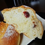 ピニョン - ドライフルートとヘーゼルナッツのパン