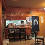 福芳 - 内観写真:壁にスッポンの甲羅が並ぶ