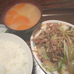 福芳 - 料理写真:肉野菜炒め定食 700円