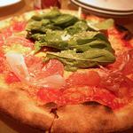 ニューヨーク・グランドキッチン - 生ハムとルッコラのピザ