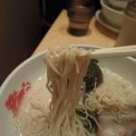 博多風龍 - 麺は細麺