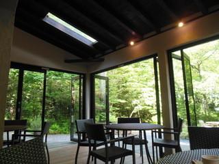 ル・フィヤージュ - オープンテラス席は本当にオープン。天窓もある。