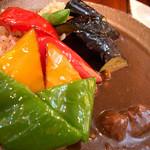 つどい - 「和牛・季節の素揚 野菜カレー」(1,280円)。素揚げされた野菜もカレーもとても美味しかったです。