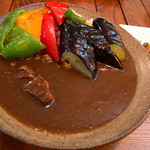 つどい - 「和牛・季節の素揚 野菜カレー」(1,280円)。めっちゃ彩り鮮やか。