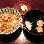 菜懐石 仙 - 人参と桜の花のそぼろを乗せた御飯