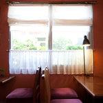 CAFE 桃園文庫 - つい長居してしまう窓側のお席