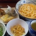丸亀製麺 - 釜玉うどん・大・生卵ver(430円)・・天ぷら、おにぎりも注文
