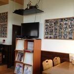 陵喫茶 - チョット休憩。店内ハーレーなどバイクの写真、雑誌や小物でいっぱい。オーナーの趣味やね。(^ ^)
