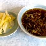 たかさご - たかさご @中葛西 焼餃子ライスに付くスープとサービス?の白菜の漬物