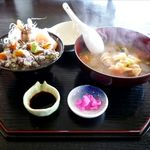 やまたま - 料理写真:シャコ丼(1,500円)