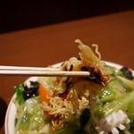 長城 - 中から麺を