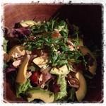 アーネストハウス - 料理写真:自家製スモークサーモンとアボカドのサラダ