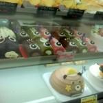 トレビアン - 子どもの日には、可愛らしいケーキたちが並びました。