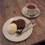 19008827 - 温かいガトーショコラと本日の紅茶^^