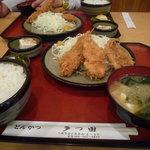 多つ田 - ご飯とお味噌汁と漬物がついています。