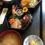 さかた  - 季節のお弁当  1050円