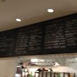 19018057 - 食事のメニューは黒板にびっしり