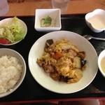 19019108 - 豚肉と五目野菜と玉子のオイスターソース炒め定食 800円