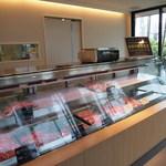 甲子園 牛萬 - 1階の精肉販売コーナー