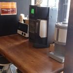 19029356 - イートインコーナー。コーヒーが無理です。